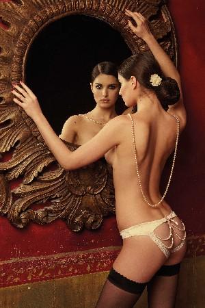 Love is all by Cloé à Aix-en-Provence vous propose une très large gamme de lingerie sexy et stimulante.
